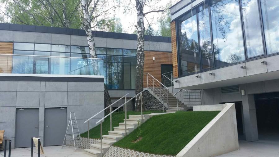 Bardzo dobra Beton architektoniczny na elewacji - Dom Nowoczesny WP21